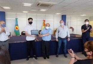 BERAZATEGUI: SE ENTREGARON MÁS DE 2 MIL NETBOOKS A ESCUELAS SECUNDARIAS