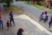 LANÚS: NIÑO DE DOS AÑOS TESTIGO DE VIOLENTO ATAQUE MOTOCHORRO