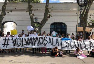 LOMAS DE ZAMORA: MASIVA MANIFESTACIÓN CONTRA LA SUSPENSIÓN DE CLASES PRESENCIALES